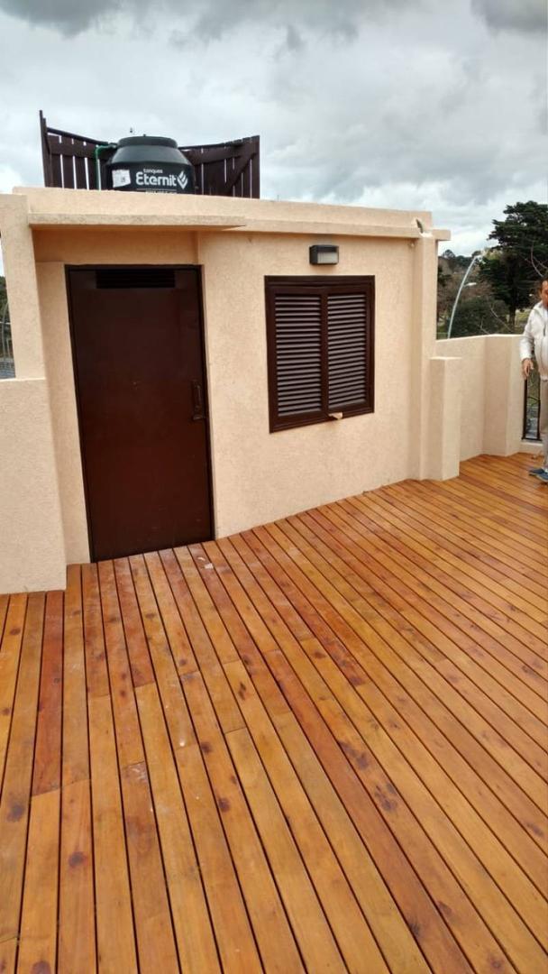 Casa 5 Amb, dos plantas doble acceso y cochera grande   - Larsen 3395 -