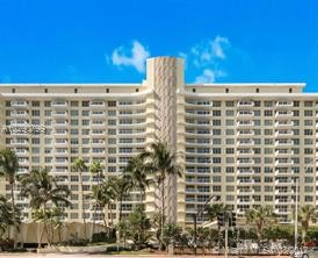 Miami Collins y la 56 Lower Pent House piso 17 a la calle