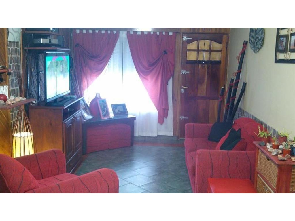 Casa 5 ambientes - Ideal 2 familias - Lanus Oeste - Venta - Permuta