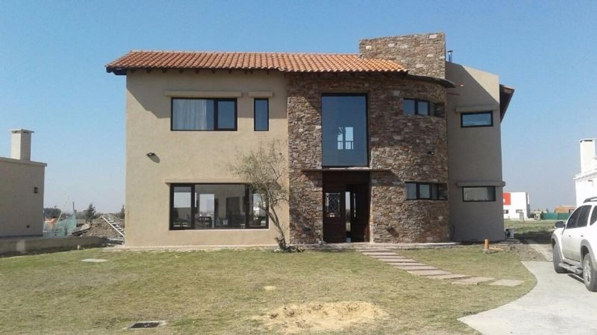 Hermosa Casa en Barrio Cerrado Los Talas, Canning. a La Laguna-.