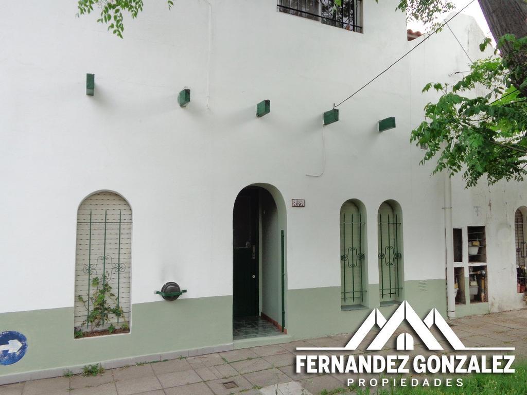 PH de 2 Amb. con patio y terraza a 1 Cda. de Cerrito.
