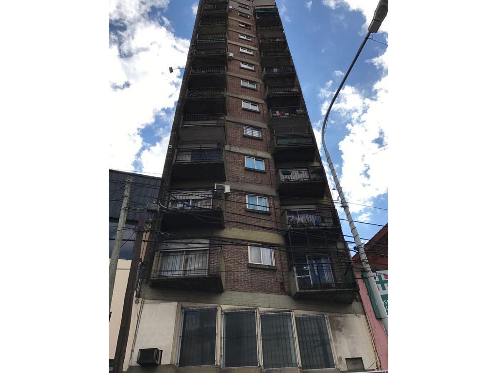 2 AMBIENTES SOBRE AVDA. MITRE PISO ALTO VISTA AL RIO 50 m2