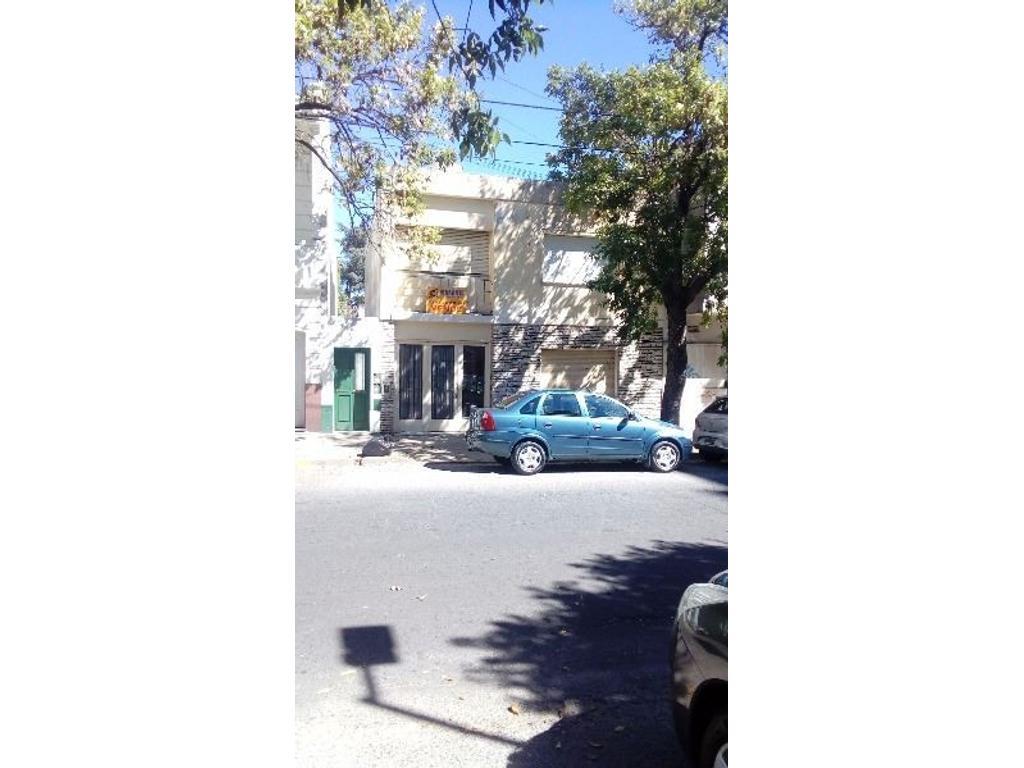 CASA EN DOS PLANTAS  CON 4 DORMITORIOS CON COCHERA APTO BANCO