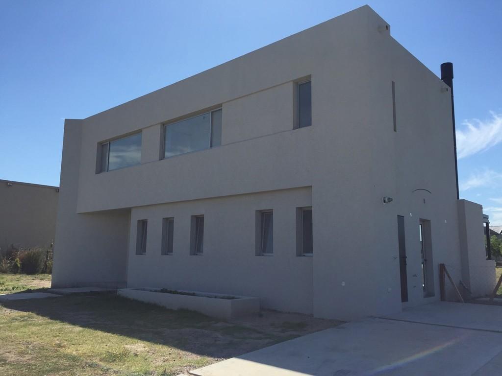 Casa 276 m2, 3 dormitorios en barrio San Francisco