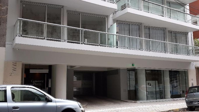 Monoambiente 40m2. $13500 + gastos..Exp $3900 - c/frente.luminoso.balcón.Seguridad.Disponible