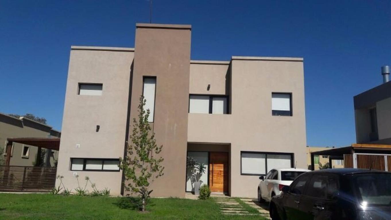 Excelente e impecable casa en venta en San Alfonso, Pilar de Este