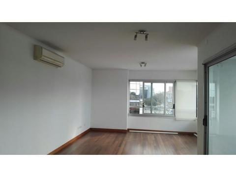 Excelente departamento 2 ambientes, con cochera fija, 5° piso, muy luminoso.