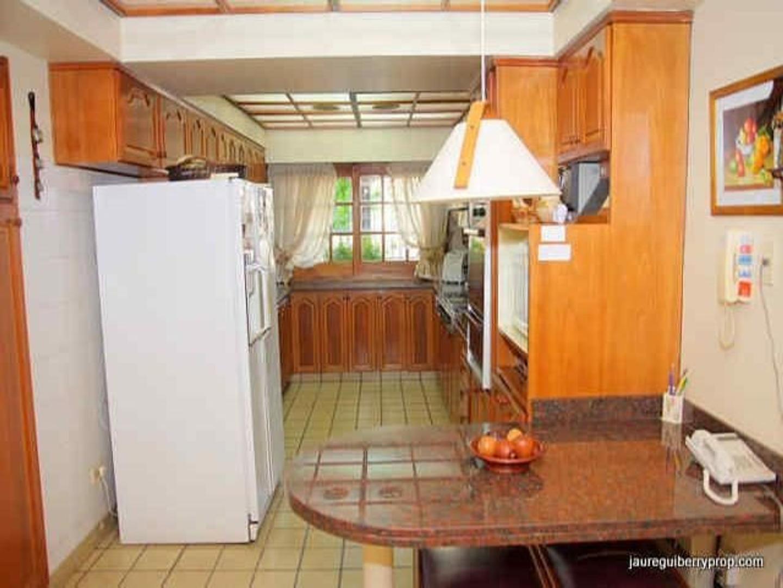 Casa en Alquiler - 5 ambientes - USD 4.000