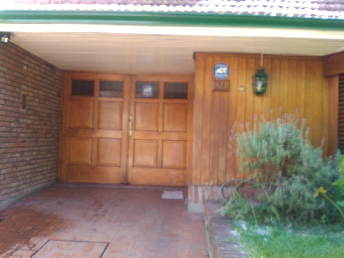Casa en Alquiler - 5 ambientes -