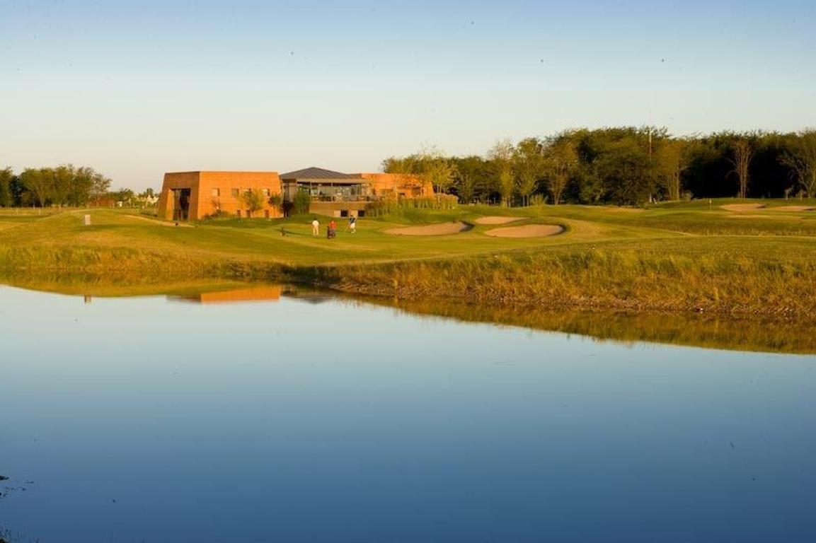 Espectacular lote con membresía de golf