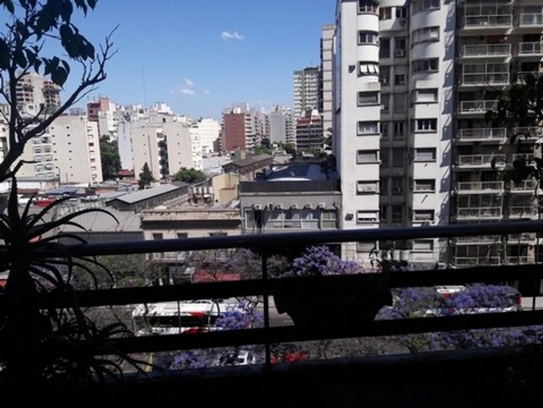 Departamento de 3 ambientes y dependencia en Caballito - apto crédito - muy buena ubicación.