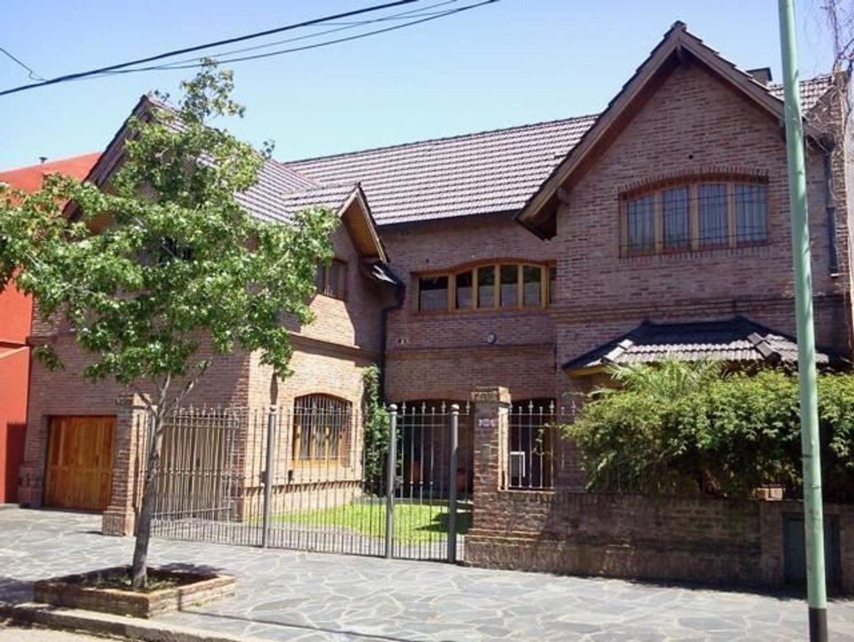 Excepcional casa en venta, 4 dormitorios, parque y pileta en Villa Pueyrredón.