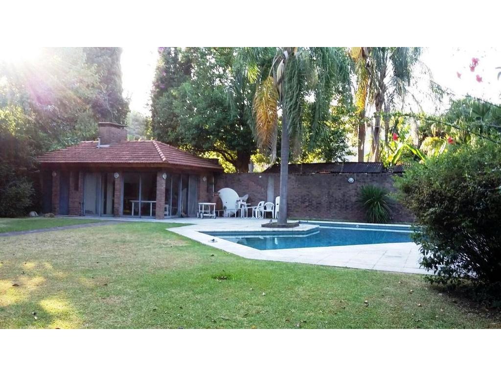 Exc casa en Bº Santa Rita 7 amb. Gge, quincho c/parrilla. Parque c/piscina. Play