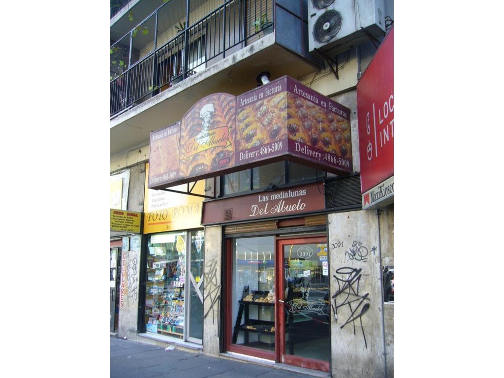 Local a la calle 120 m2  -Excte zona comercial - a una cuadra de Estacion ONCE