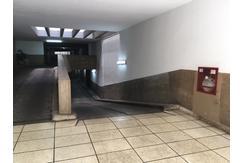 Vendo cochera cubierta, fija, a pasos del Recoleta Mall