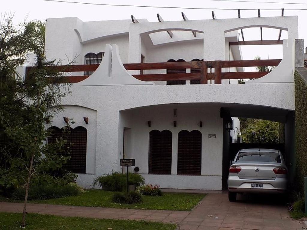 Excelente propiedad en CASTELAR NORTE, ZONA MUY RESIDENCIAL. APTO CREDITO