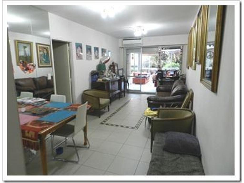 Atipico depto de 3 dormitorios de 120 M2 y 160 M2 de patio a metros de Plaza Guadalupe