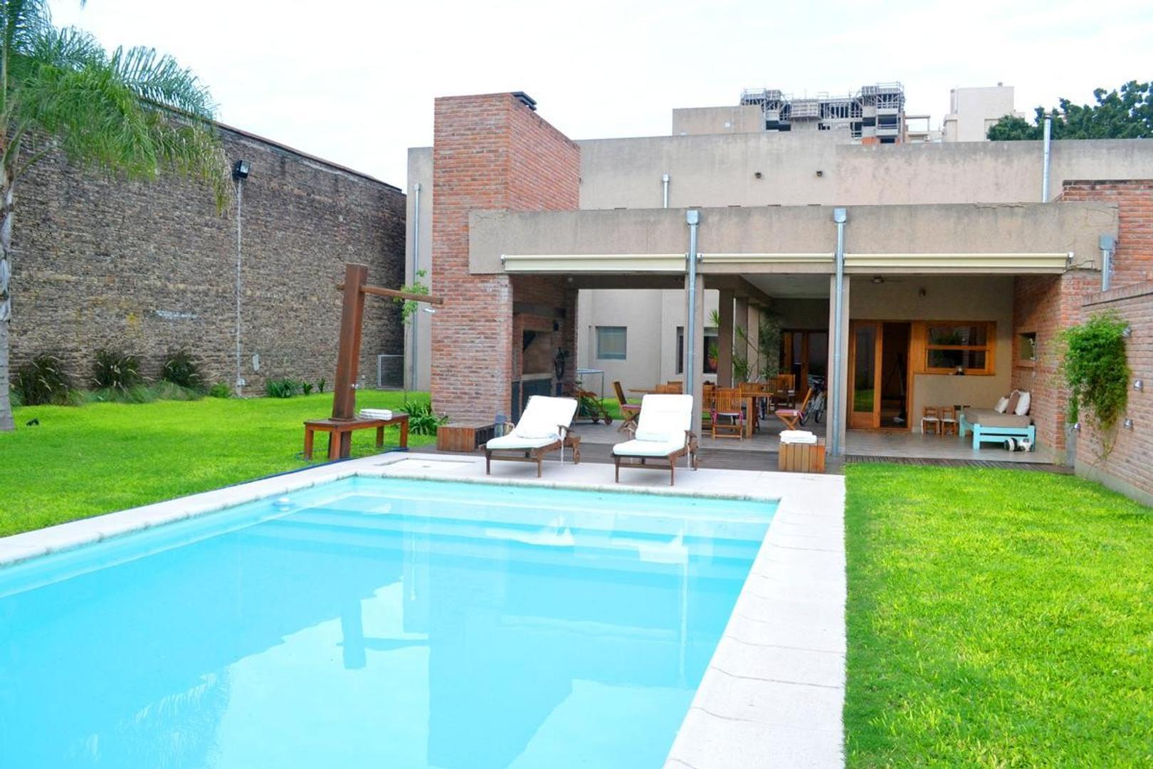Casa  en Venta Rosario Alberdi Pileta Jardín.