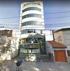 EXCELENTE OFICINA DE 2 AMB. AL FRENTE CON COCHERA. FRENTE A LOS TRIBUNALES DE MORON.