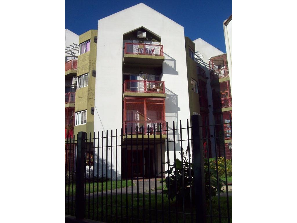 Muy buen depto de 2 amb. en complejo municipal, en alquiler en Carapachay!!