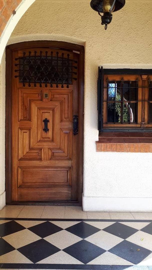 Casa en Venta - 6 ambientes - USD 680.000