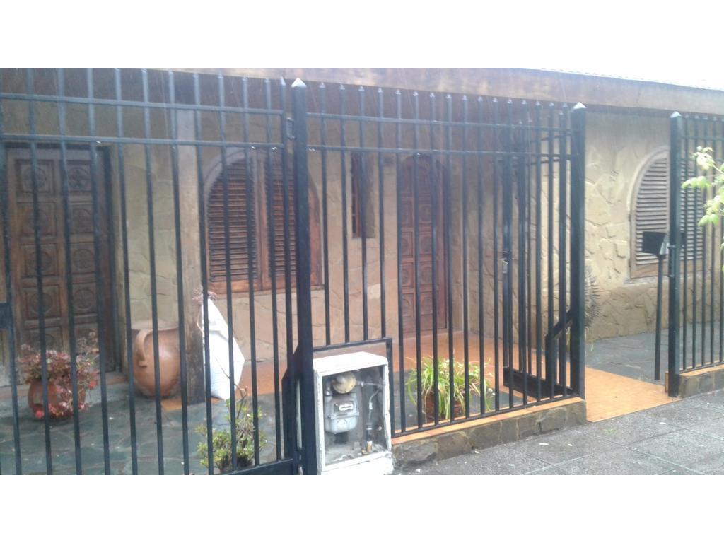 Casa en alquiler en larrea 1289 bella vista argenprop for Alquiler de casas en bellavista sevilla