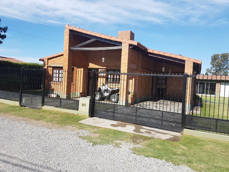 Casa para la venta en barrio privado El Portal. Apta crédito hipotecario