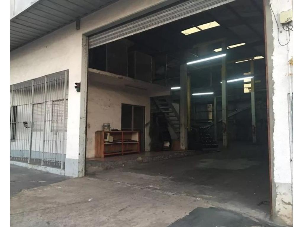 Alquiler Excelente galpón  con oficinas en Boulogne, San Isidro