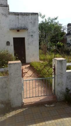 Venta casa 2 ambientes con garage en Lanús Este.