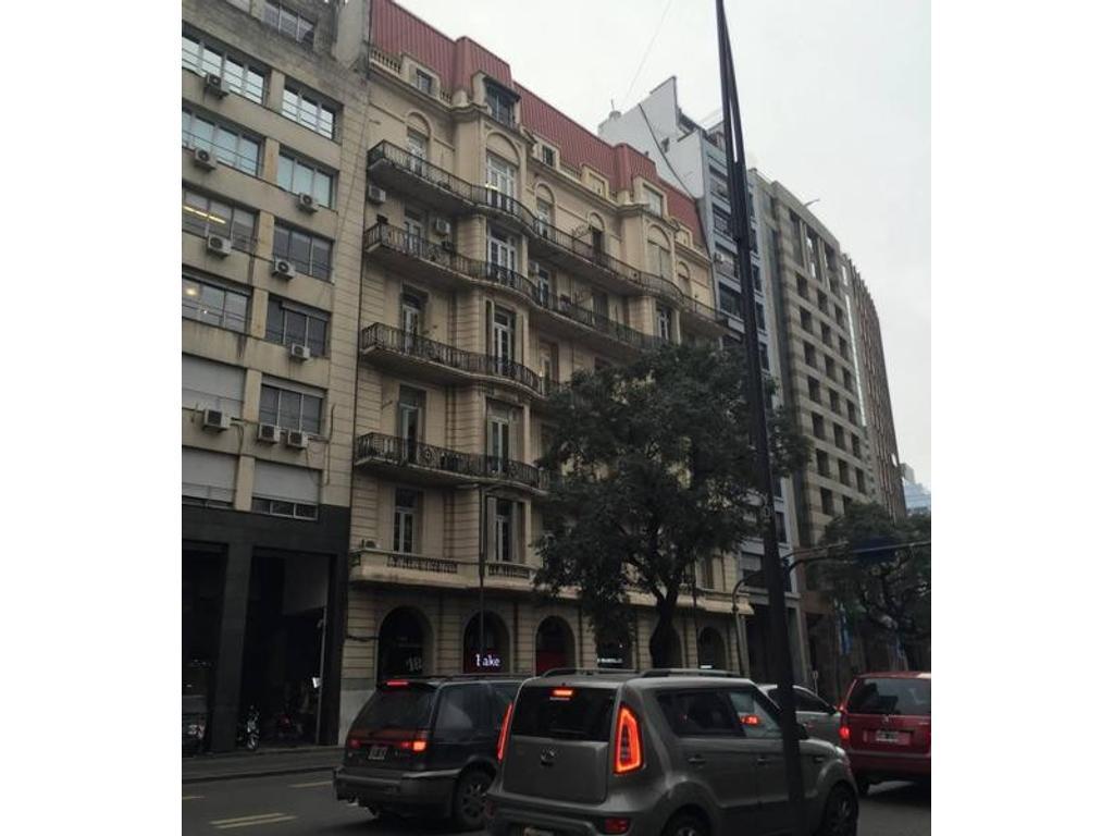 Retiro , 5 ambientes , Señorial edificio francés, excelente estado vista abierta