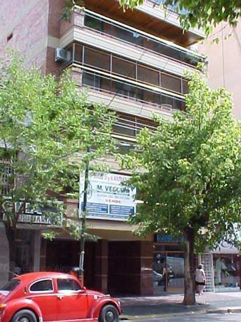 Semipiso de 3 ambientes con gran balcón terraza