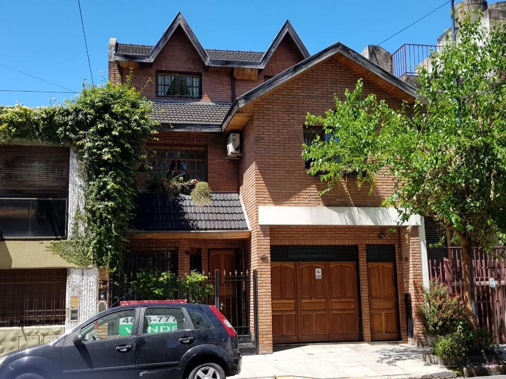 Hermosa Casa 5 amb,  Playroom, Garage, Patio y Terraza