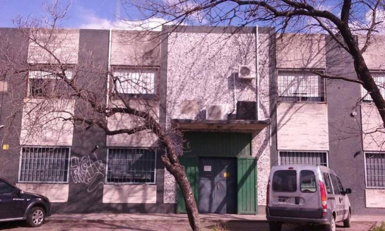 Deposito- Planta industrial en Mataderos. Alquiler 620 m2. Zonif. industrial