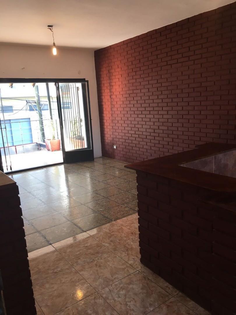 Alquiler 3 Amb en 1º Piso por Escalera con Balcón Al Frente - Ramos Mejía