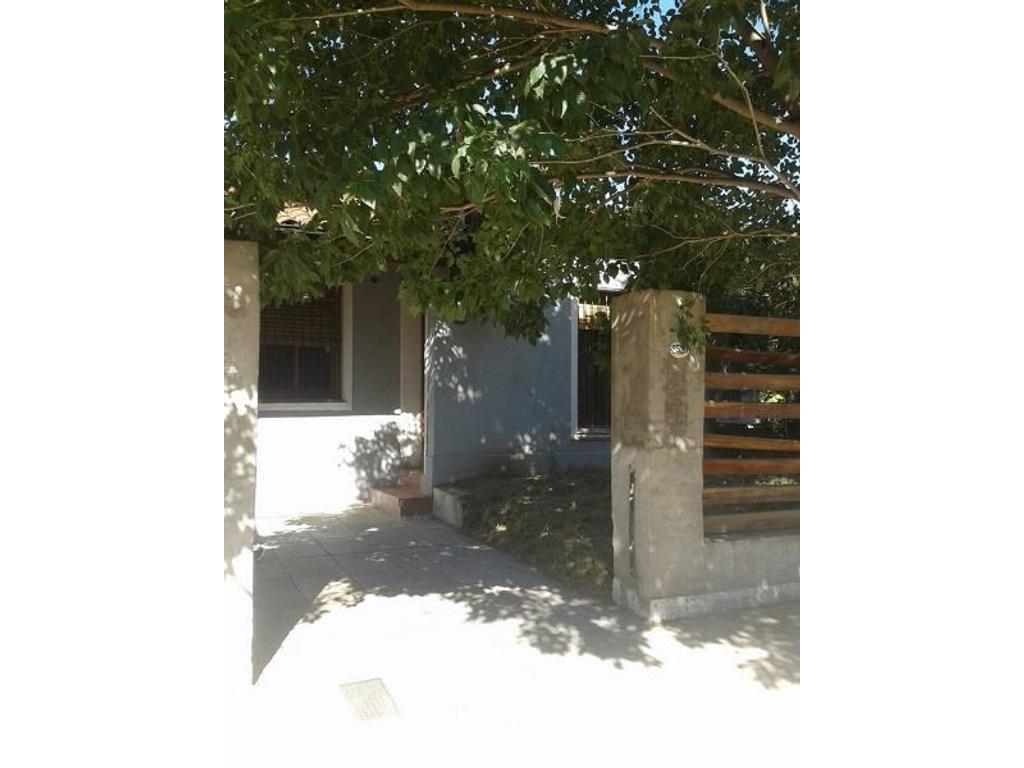 Chalet En Ciudad Jardin 3 ambientes 7x20 Con Cochera y Patio F:7390