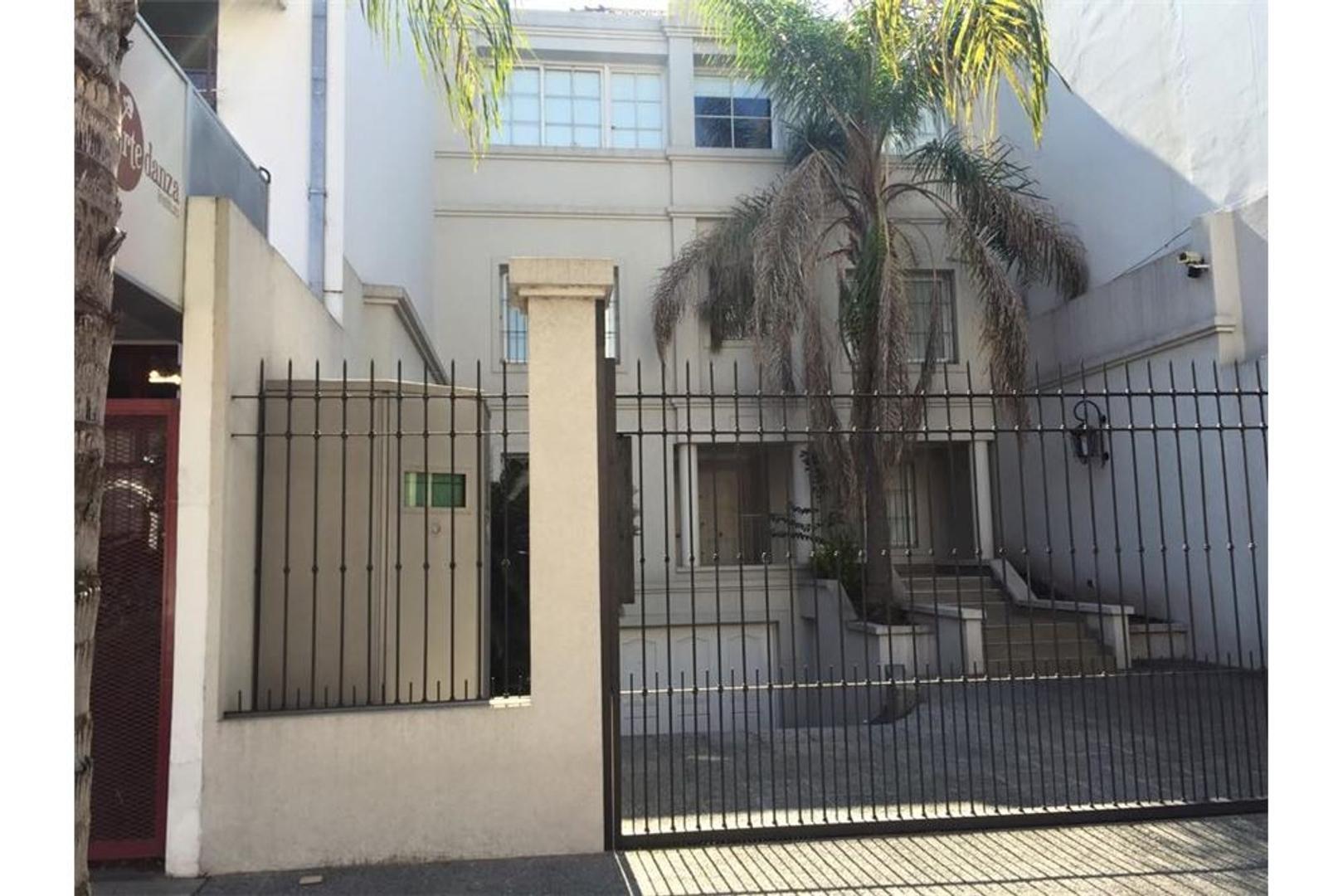 Casa excelente  700m2 jardin pisc garage 4 autos