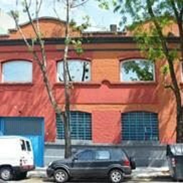 Oficinas con depósito en Almagro - edificio en block