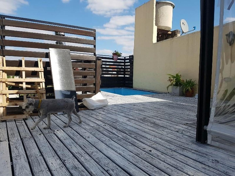 DR. E. RAVIGNANI AL 1500 PH en primer piso con coch cubierta patio y tza con quincho