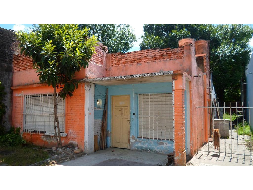Casa en lote de 10 x 43 mts fondo c/ 3 viviendas y fondo libre,