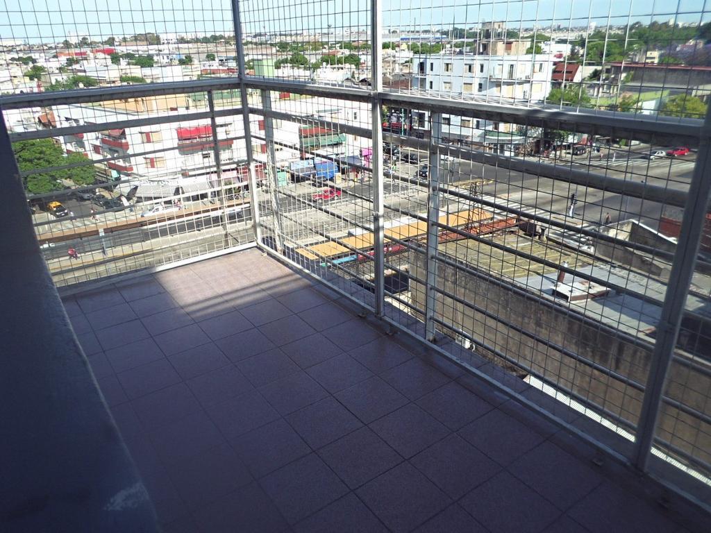 2 amb contrafrente con balcon . Vista abierta