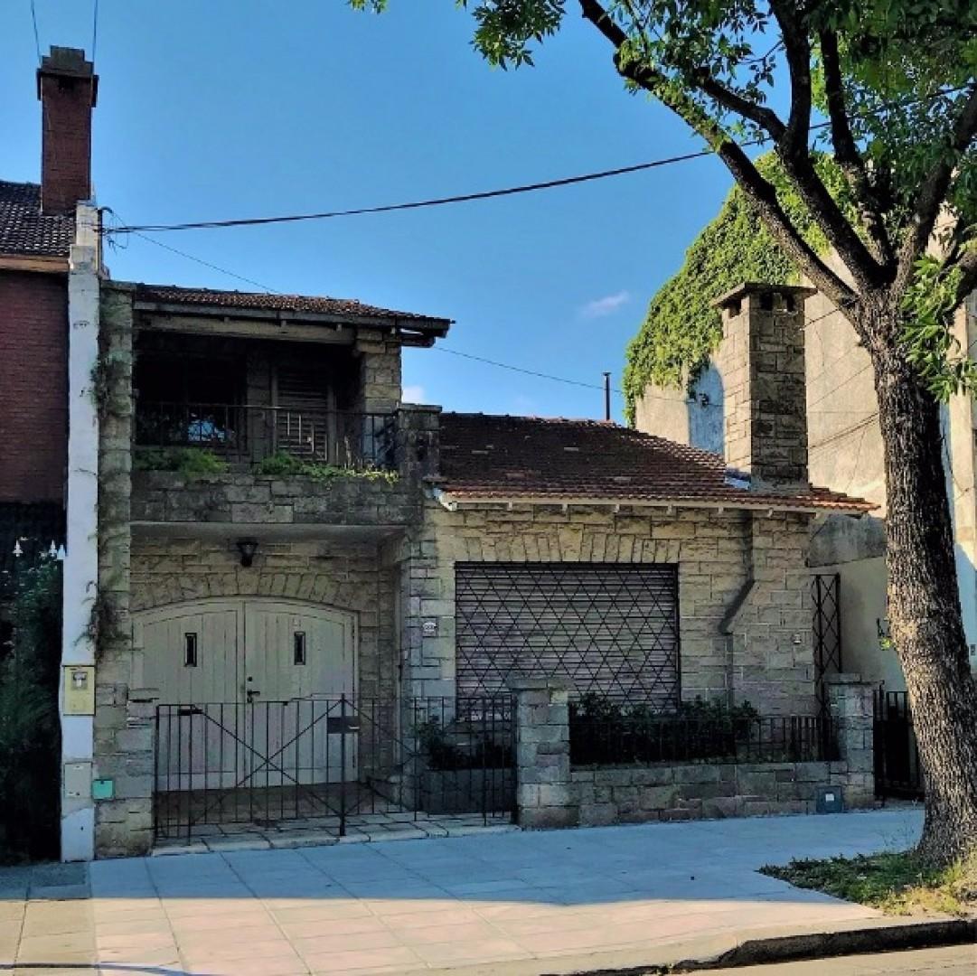 TIpo casa, con patio, terraza, sótano , dependencia, cochera