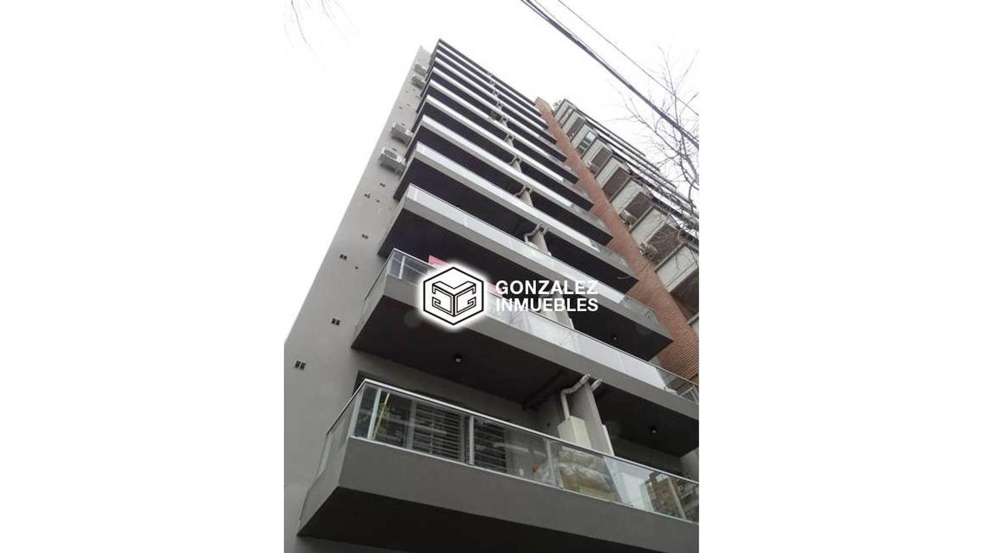Excelente Monoambiente convertido a dos ambientes por sus dimensiones de 52 m2 , 2 baños,balcon
