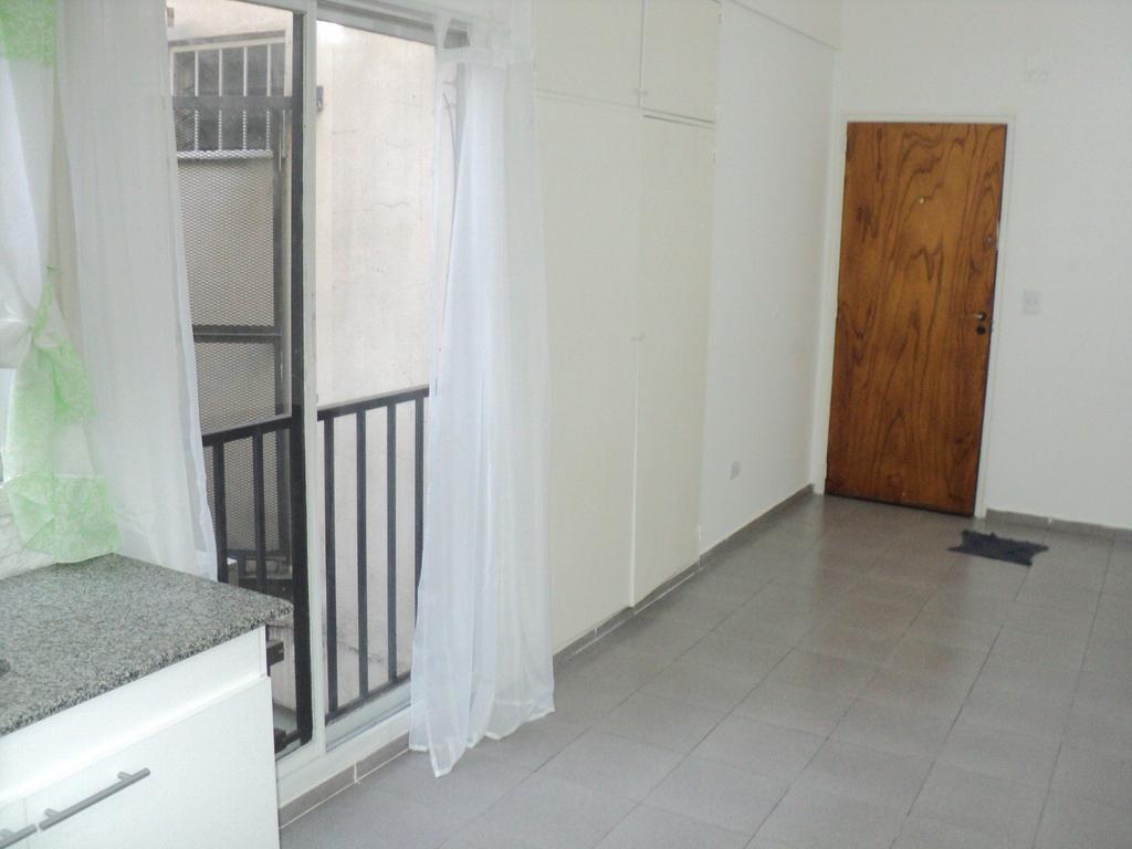 Gazcon/Sarmiento 1amb mb.est! later lum coc bñ.cpto A/prof  mts.Hptal Italiano D68000.-.-ideal renta