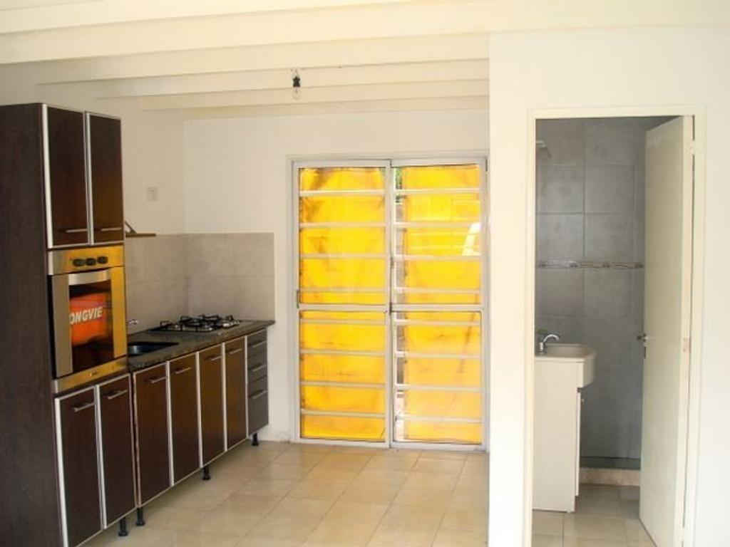 Duplex en 2 plantas, en venta. Congreso casi esquina Isaacs. Barrio Pinares.