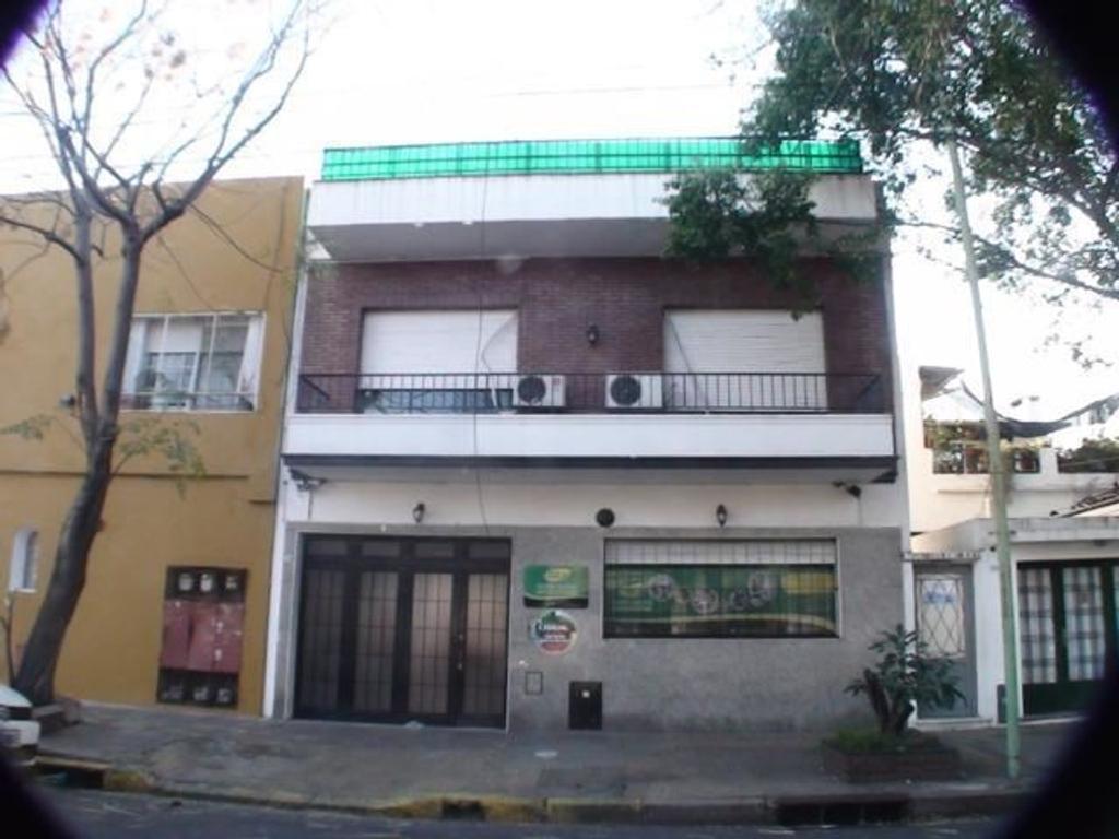 Casa en venta en gral m a rodriguez 2114 paternal for Casa de azulejos en capital federal