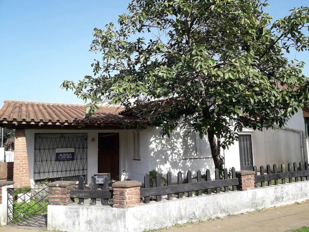 Casa en alquiler en pasteur 906 el talar inmuebles clar n for Alquiler casa en el rocio