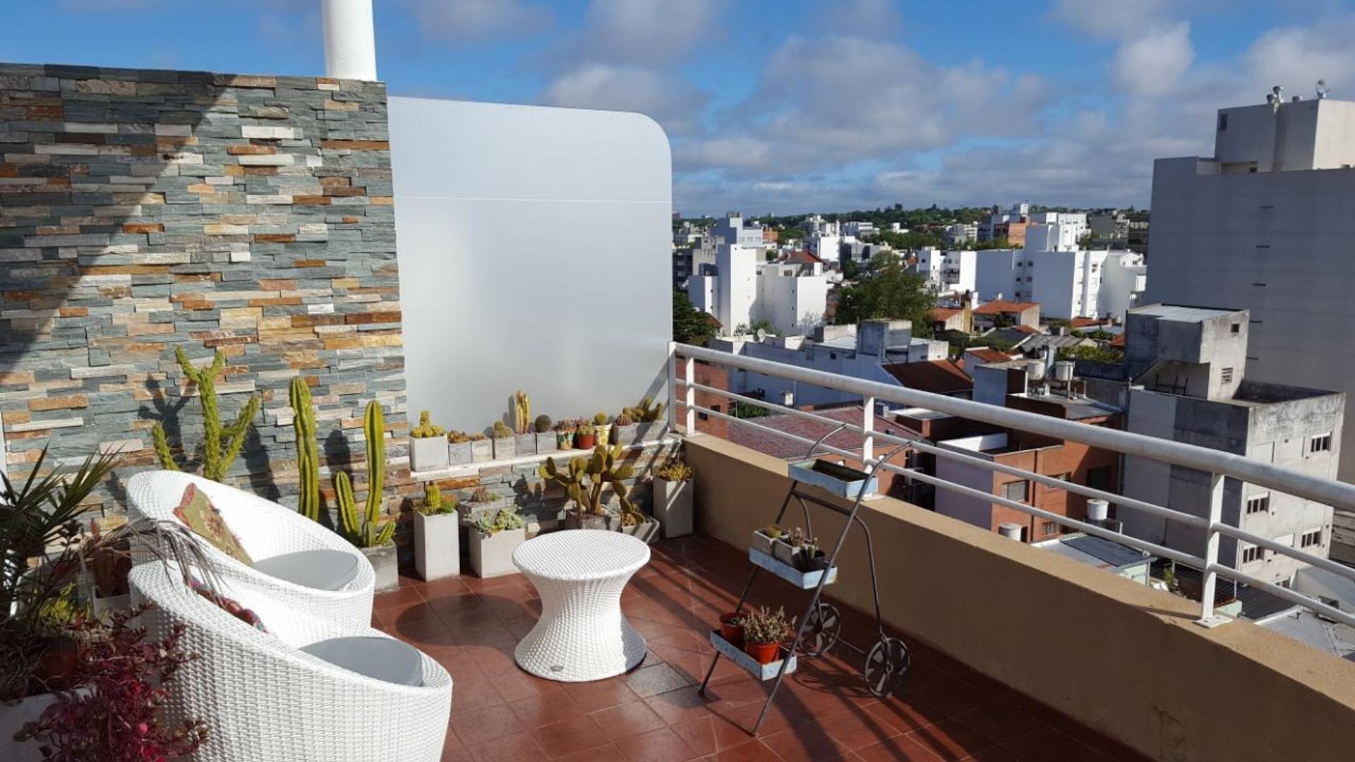 Cuatro ambientes de categoría con cochera y terraza!!