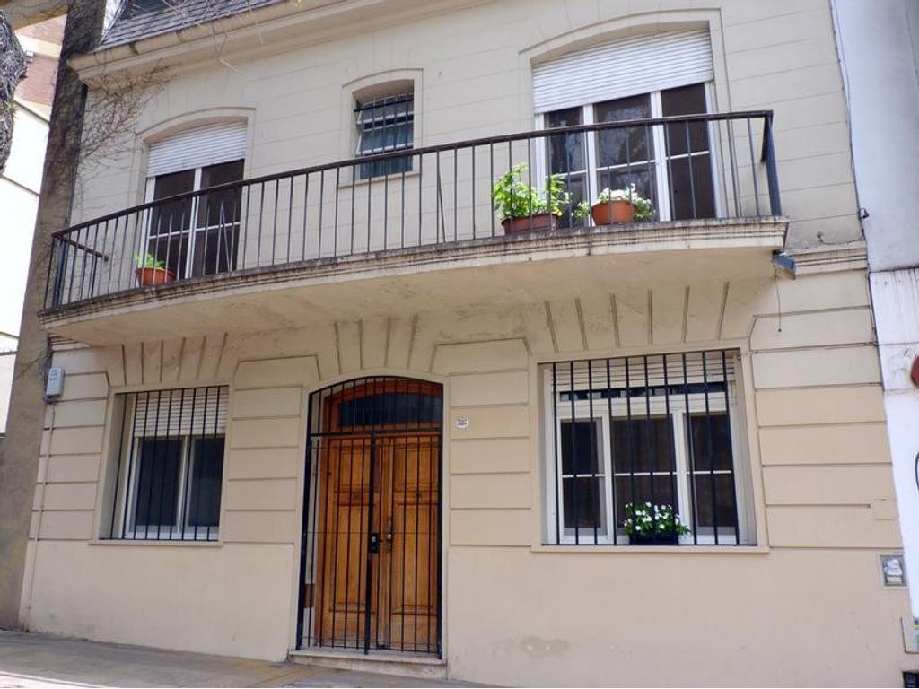 Casa en venta en blanco encalada al 3100 belgrano for Casa de azulejos en capital federal