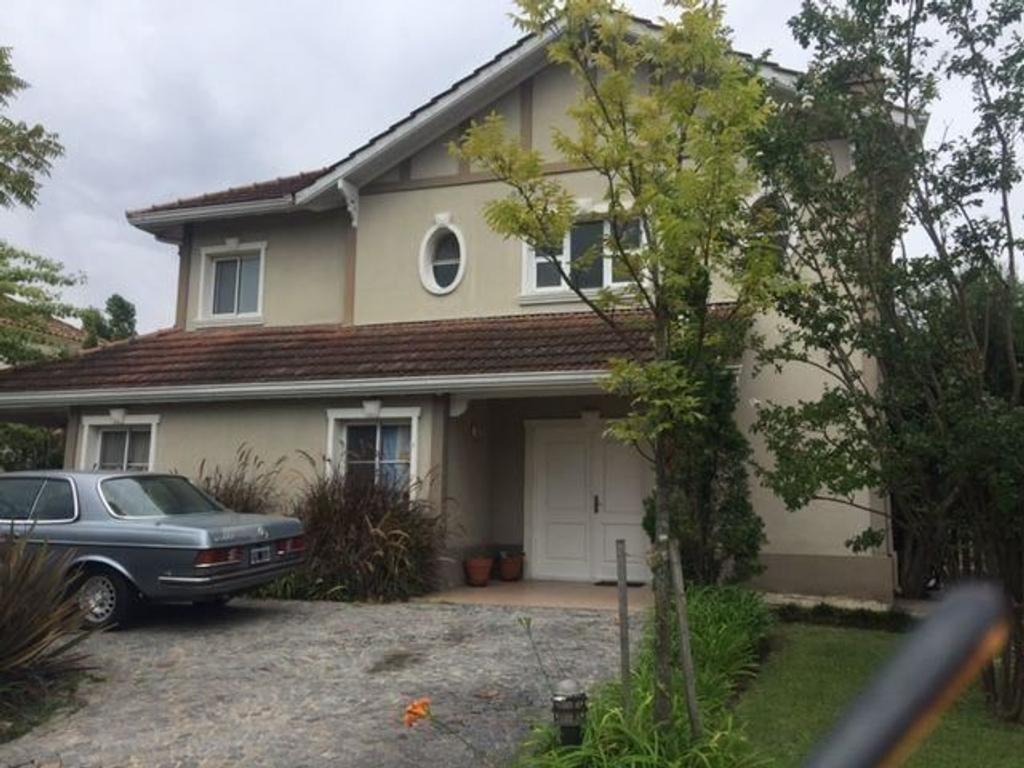Excelente casa 4 amb, jardin con piscina en el barrio de Alameda