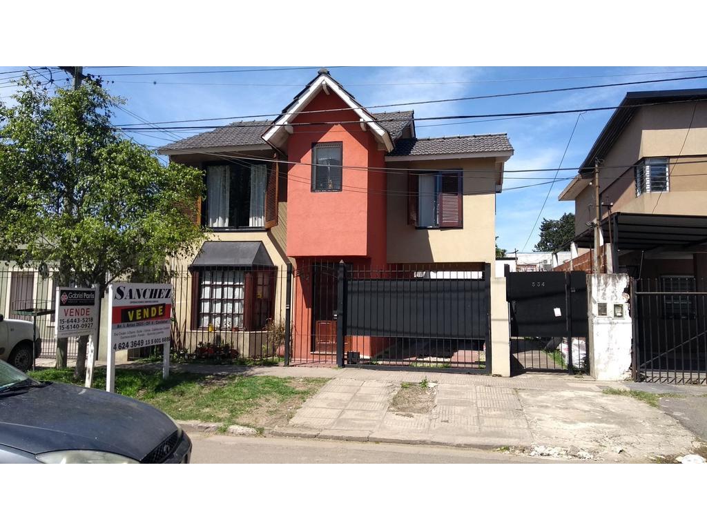 Excelente Chalet en Ituzaingo Norte, 3 dormitorios y parque